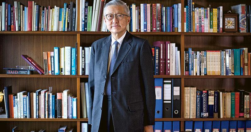 香港終審法院前首席法官李國能表示,香港人要用「寧靜的心」去接受不能改變的事,和暫時不能改變的事,要有信心和勇氣去改變能改變的事。(鍾林枝攝)