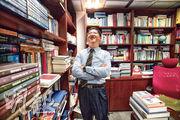 城市大學法律學院教授朱國斌認為香港是個做事的地方,欣賞本港信息透明,工作合約白紙黑字寫清楚,享受在港工作,故在城市大學任教逾20年仍未感疲倦。(楊柏賢攝)