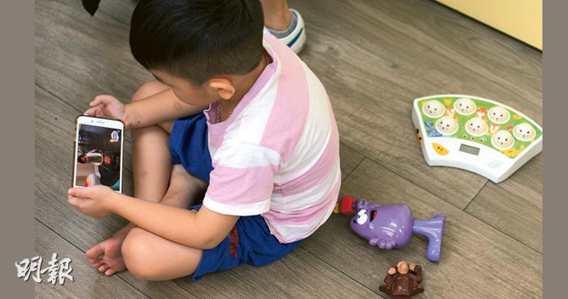 幼園生屏幕時間日均兩小時 超標一倍 四成未必每周公園玩耍
