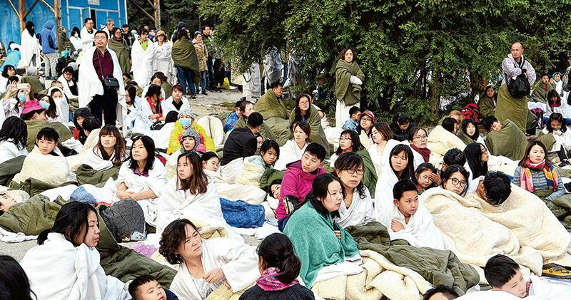 九寨溝地震19死 6萬遊客安全疏散 救援級別降 料傷亡不會擴大