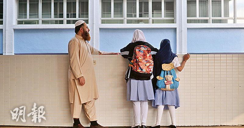 穆斯林女生戴頭巾被禁上課 靈糧堂怡文家長投訴種族歧視校長:交辦學團體討論