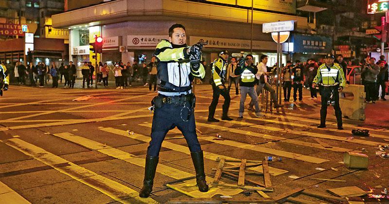 警手冊:倘可傷途人 不應鬧市開槍  旺角開槍 警:保自身保同僚未違警例