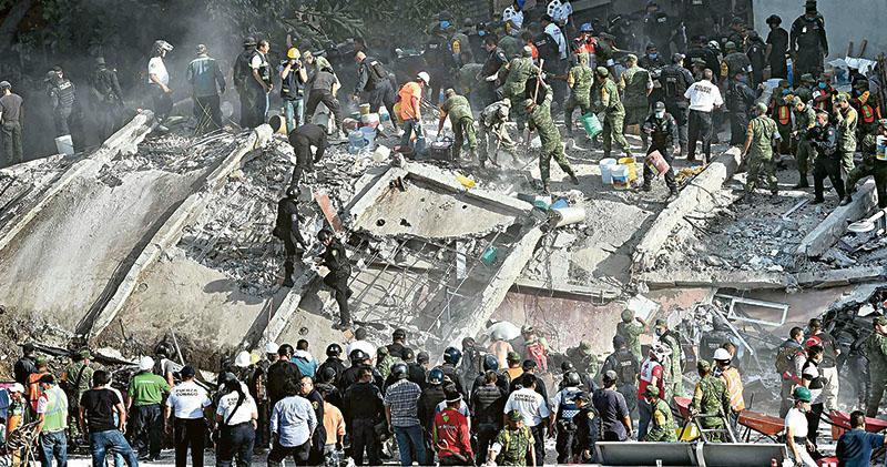 墨西哥7.1級強震 塌校舍活埋學童 逾200死 首都重災