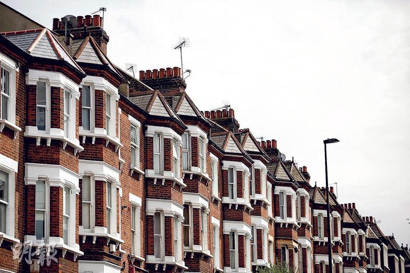 「脫歐」前景的不確定因素令銀行家聚居的倫敦豪宅區首當其衝,倫敦多地區樓價按年錄得下跌。