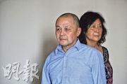 譚作人(左)稱,在監獄期間,妻子王慶華(右)一直支持他、給他送書。王慶華亦記得10年來採訪過他們夫婦的一批批香港記者,並對香港傳媒的關心表示感謝。(曾憲宗攝)