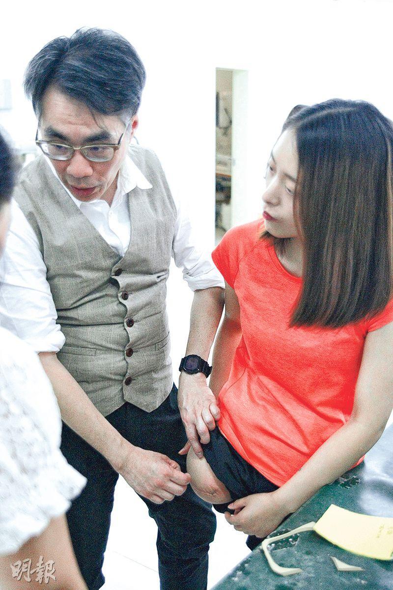 只得左腿站立的王睿(右)投身乒乓球運動,曾獲世錦賽、仁川亞運會冠軍。(鄭海龍攝)