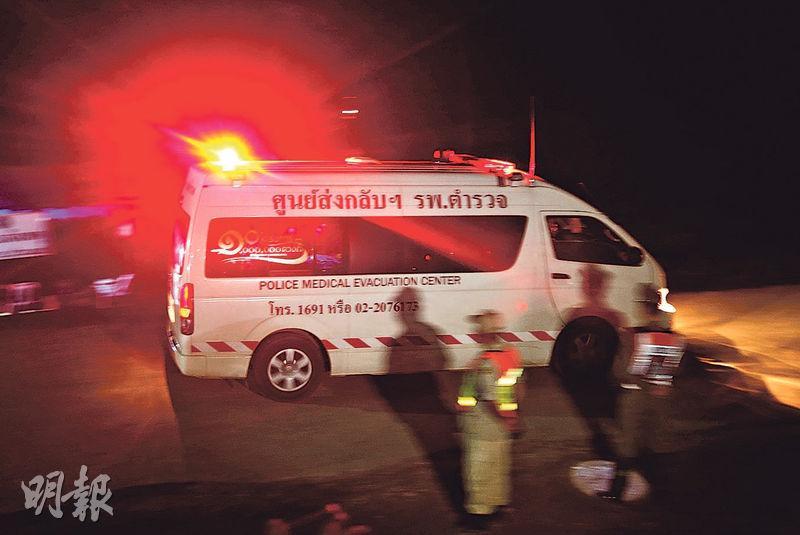最後一名獲救者昨日入夜後由救護車送離山洞。