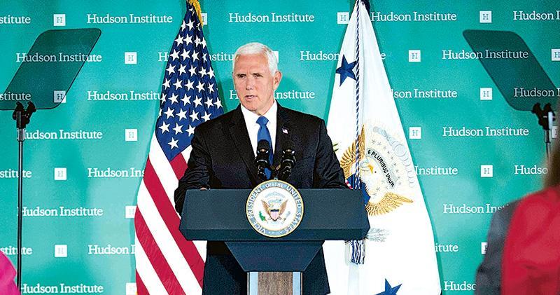 美國副總統彭斯在華府智府哈德遜研究所發表針對中國措辭嚴厲的演講。(法新社)