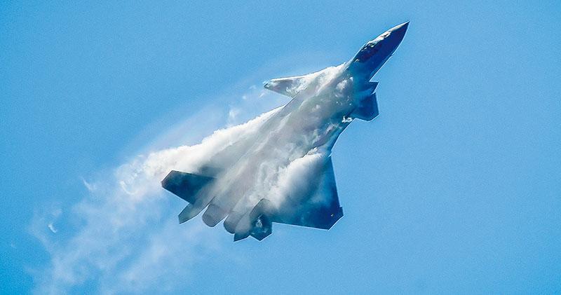 珠海航展 殲-10B表演證技術突破 矢量引擎增機動性 專家:仍落後美俄20年