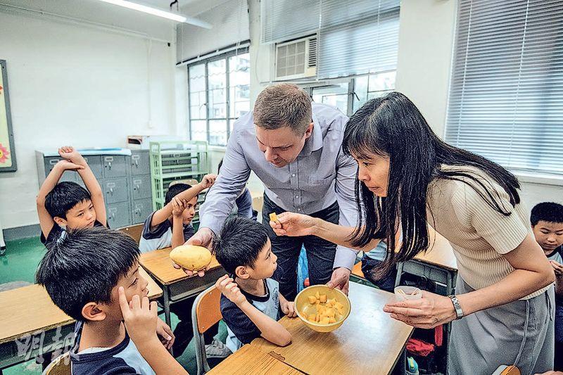 教局訂課程架構  15校推英文核心科  智障特殊校嘗水果學英文