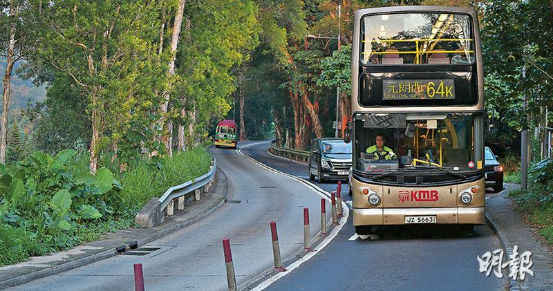 巴士裝黑盒逾10年  運署不聞問  年初起要求交「月報」  兩車長一周400次急煞