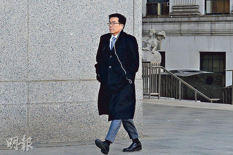 辯方律師Edward Kim(圖)在庭上聽畢裁決後,輕拍何志平肩膀。Kim其後回覆本報記者指出,是否上訴言之尚早。(簡一夫攝)