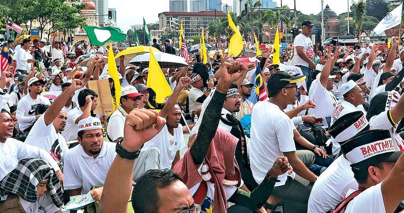 大馬5.5萬人集會 捍衛馬來人特權 馬哈蒂爾轉軚 棄簽反歧視公約