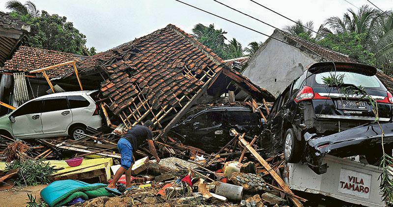 火山掀海嘯 印尼逾200死800傷 當局事前無警報 9台客困山區