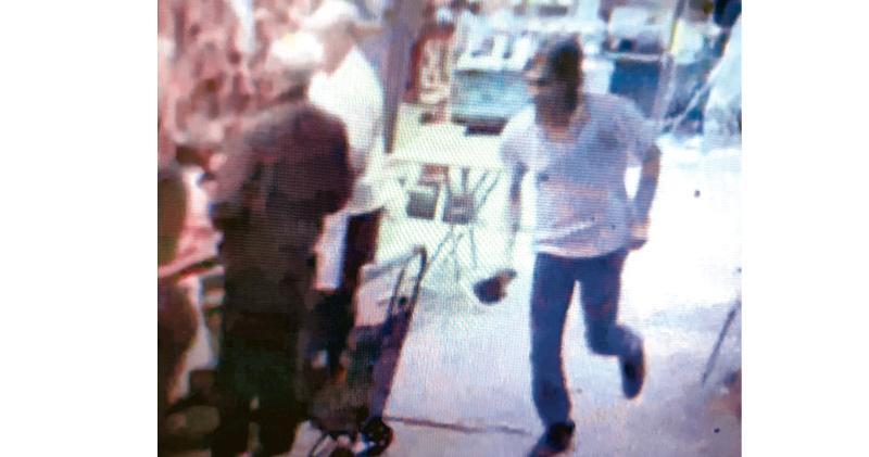 警超市開槍擊斃斬人漢 持16吋長刀傷佳宝經理 胸腹中彈
