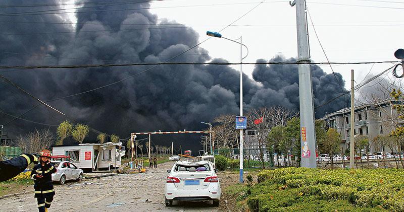 化工廠爆炸如地震 波及幼園小學 江蘇鹽城最少6死30重傷 一條街玻璃全碎