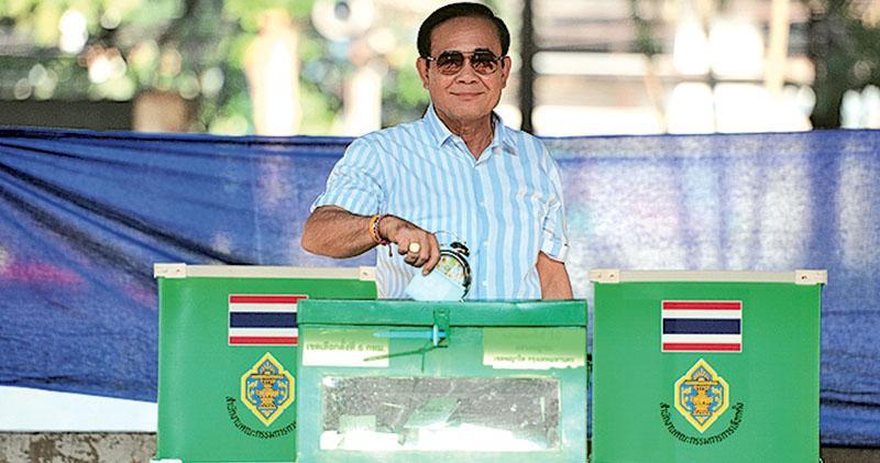 大選結果今揭盅 泰王「出口術」  巴育陣營表現勝預期