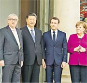 對中國涉及強制技術轉移等貿易違規行為感到不滿的不止美國,歐洲亦有所感。法國總統馬克龍(右二)上周接待到訪的國家主席習近平(左二)時,罕有安排德國總理默克爾(右一)和歐盟委員會主席容克(左一)同場,變成中歐四方會談,被認為是統一歐洲立場回應中方。(新華社)