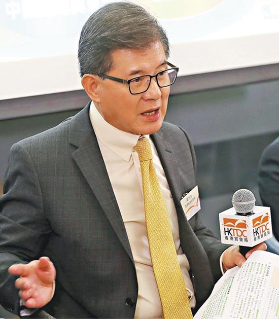 羅康瑞即將卸任貿發局主席,臨別秋波,他說對於任內推動香港企業參與一帶一路的工作初見成效感到高興。(李紹昌攝)