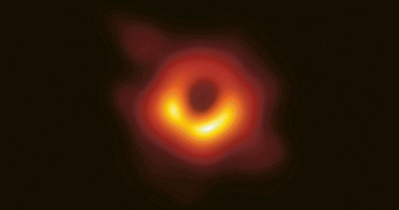 仰望百年 黑洞首見  史上首張照片發布  形狀脗合廣義相對論預測