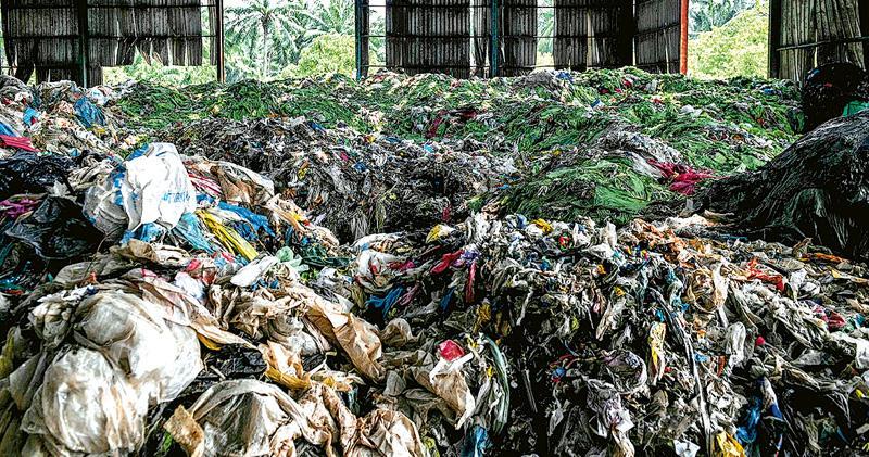 填補巴塞爾公約漏洞 盼阻富國傾倒廢物 180國協議:塑膠垃圾輸出 須接收國先同意