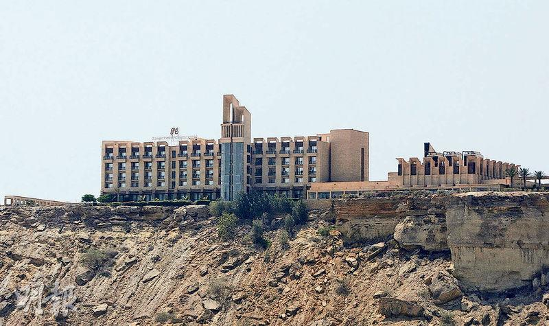 瓜達爾的五星級「明珠大陸」酒店周六遭「俾路支解放軍」襲擊,組織揚言針對中國等外國人。(路透社)