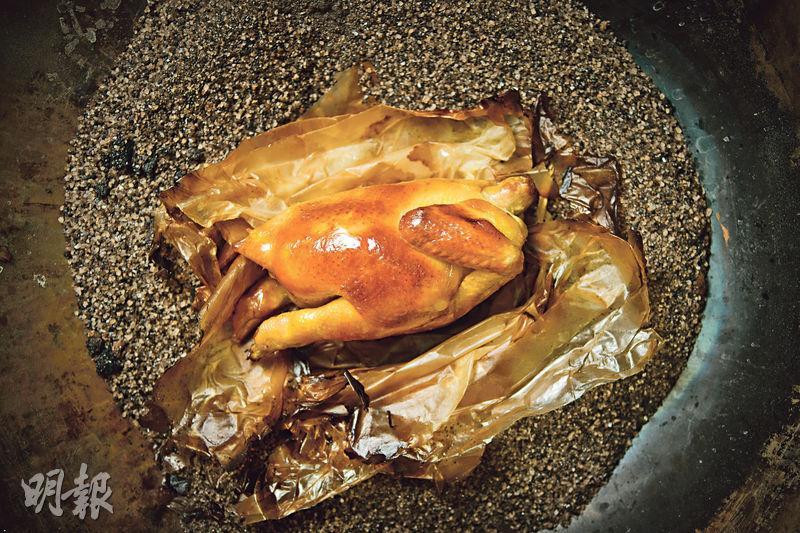 古法鹽堆焗雞 獨特煙熏香