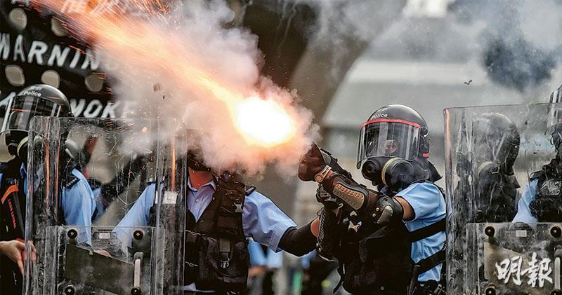 反修例變佔鐘 警開槍射膠彈 林鄭月娥重申不撤回