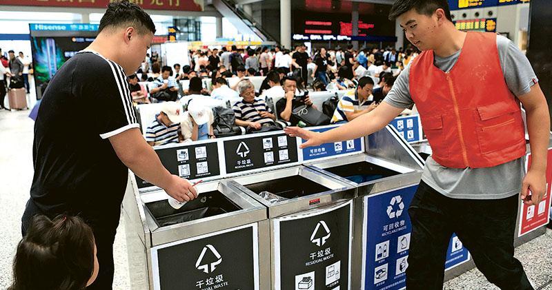 啟動最嚴垃圾分類 上海創意解畫 市民憂扔錯被罰 小豬佩奇指南釋疑