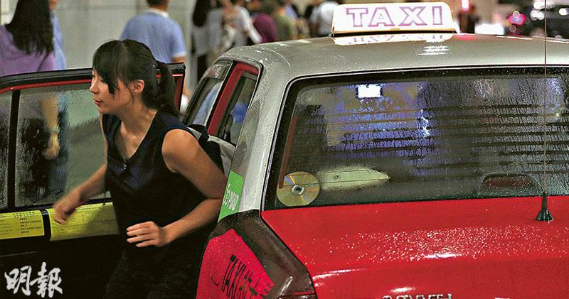 的士服務評分跌 28%稱司機有禮 不足三成客感路旁易截的