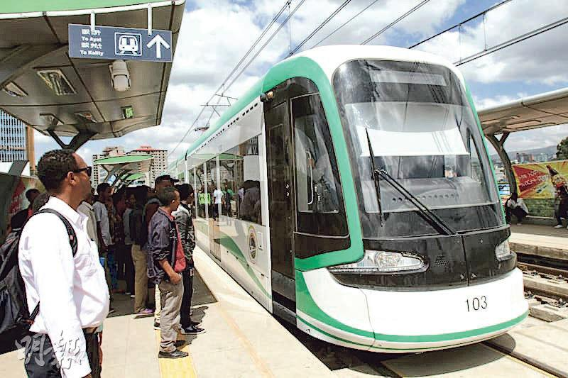 吉布提是「一帶一路」重要戰略樞紐,對中國具有重要意義。圖為起始於吉布提港,通往埃塞俄比亞首都的「埃塞—吉布提鐵路」的一個車站,該條鐵路是由中資採用全套中國標準和裝備在非洲建造的第一條現代電氣化鐵路。(網上圖片)
