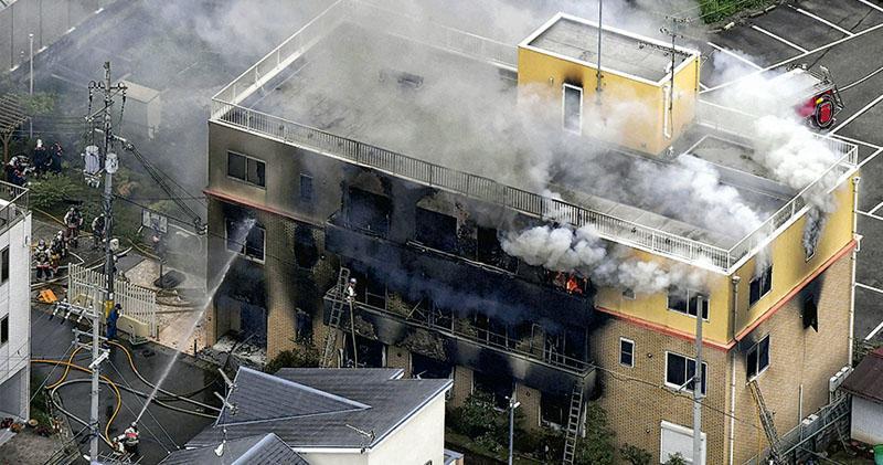 「京都動畫」遭縱火 爆燃33死36傷  41歲男子淋汽油點燃  高呼「去死」「抄襲」