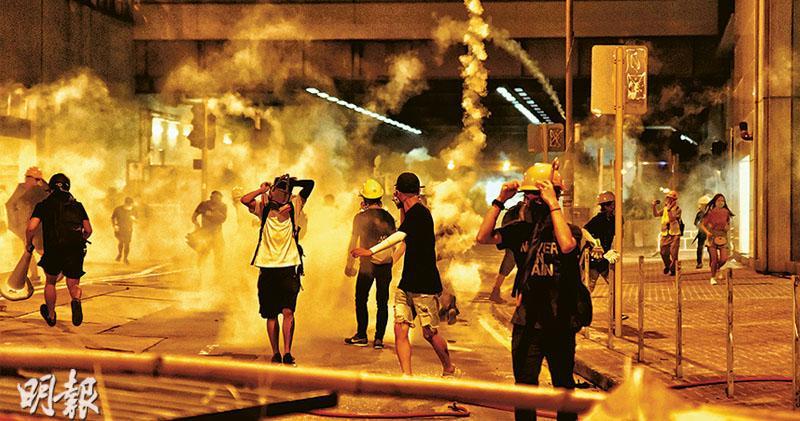 警6.9起放千催淚彈 拘420人 最小14歲  示威蔓延最少14區  日夜堵路游擊