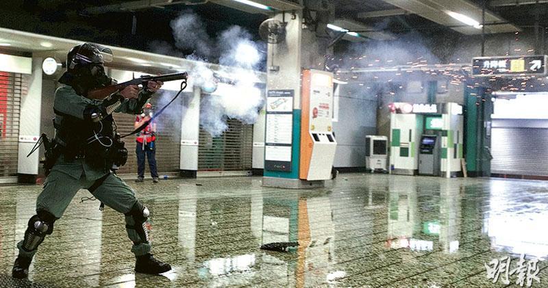 警港鐵站施催淚彈 胡椒彈兩米內射人  人權團體:嚴重違指引  不符最低武力