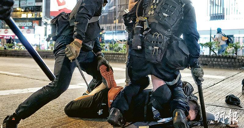 休班警獲伸縮警棍 使用須表身分 涂謹申恐警民更對立 易惹打鬥