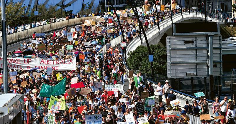 全球最大氣候示威 青年牽頭雙罷 百萬人上街5000場活動 促各國採緊急措施