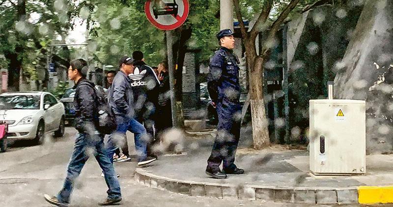 官方不提趙紫陽 故居外警嚴陣戒備 異見者被拒門外 舊部:應讓人參拜中共良心