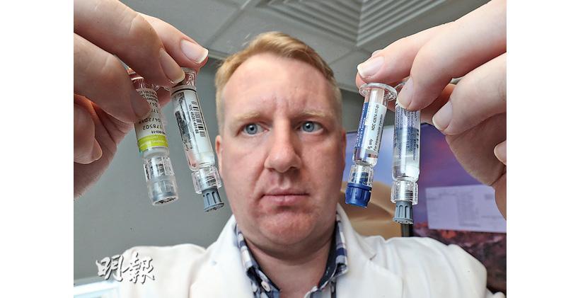 港大公共衛生學院分部主任(流行病和生物統計)高本恩(圖)的團隊正做一種創新的臨牀研究,測試混合使用標準流感疫苗和另外3種新型流感疫苗的效果,希望日後就不同流感疫苗組合的保護效用提供數據,讓港府檢視現時長者疫苗接種計劃是否要轉用新疫苗。(李紹昌攝)