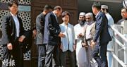 特首盧偉聰清真寺道歉 警稱射水炮「無可選擇」 教長主席接受 中招者:欠道歉