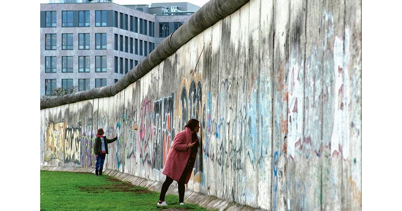 柏林牆倒30年 德國東西隔閡未消 學者:西部倡多元聚才 東部「被掏空」成極右據點