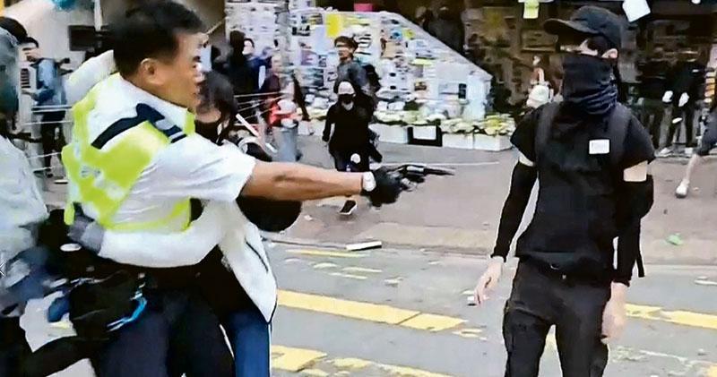 交警無警告下轟實彈  中槍男切肝腎  警稱圖搶槍感威脅  辦學團體譴責促獨立調查