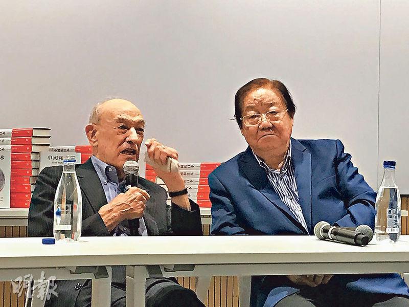 哈佛教授傅高義(左)昨天在中大與中大前校長金耀基(右)就新書對談,強調中日改善關係最重要是直面歷史。(梁思然攝)