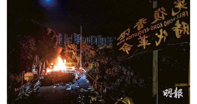 中大理大校長譴責佔校園促離開 張建宗拒允示威者條件 吐露港公路重開7小時再堵