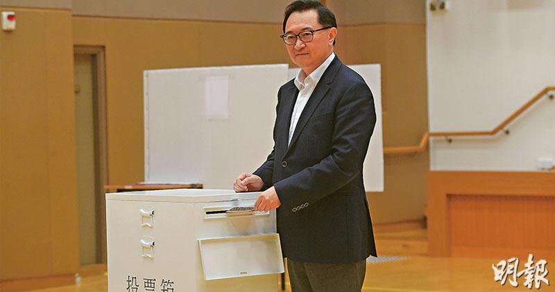 選管會主席馮驊昨視察模擬票站,他說一旦押後選舉,有機制運票箱往收集中心,該處有人監管及設閉路電視。(楊柏賢攝)