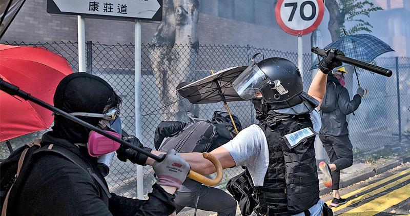 周日話題:Escaping Hong Kong's Catch 22 逃出香港的「軍規22條」窘局