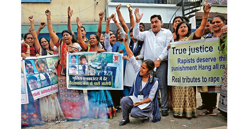印度4姦殺疑犯遭警擊斃 民眾慶祝 受害人母親:公義已獲彰顯