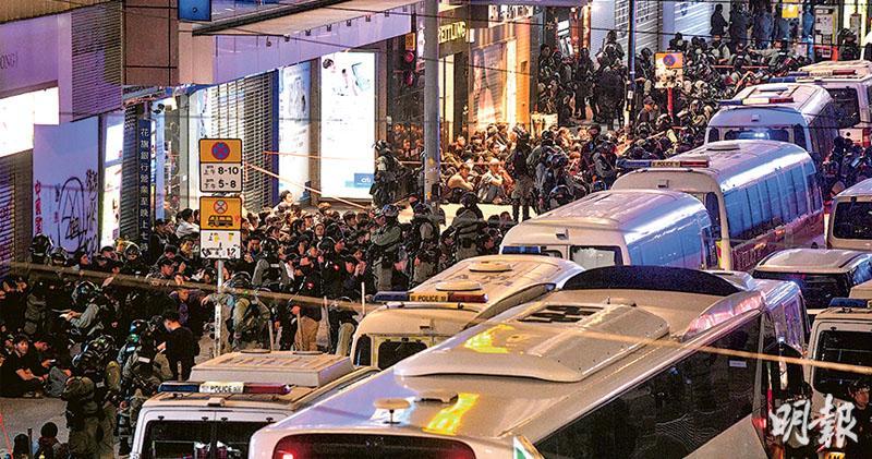 民陣轟濫捕 警:截查後拘287人 被質疑便衣持槍 江永祥:駐高危點助阻破壞