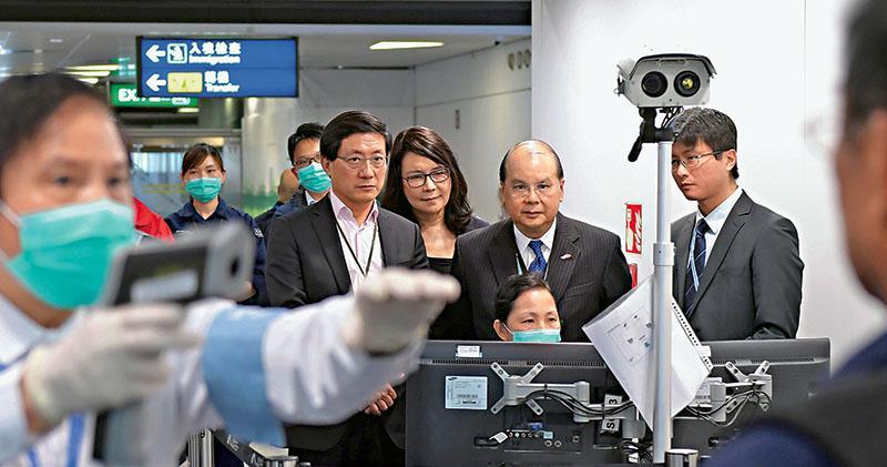 央視稱武漢8人出院  專家:病毒或比SARS輕微  公院迫爆缺口罩  研暫緩非緊急手術