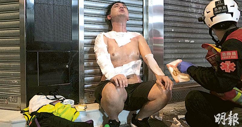 旺角驅散示威者 警膝跪拘捕鄺俊宇 防暴包抄 逼記者蹲下圍噴椒禁拍攝