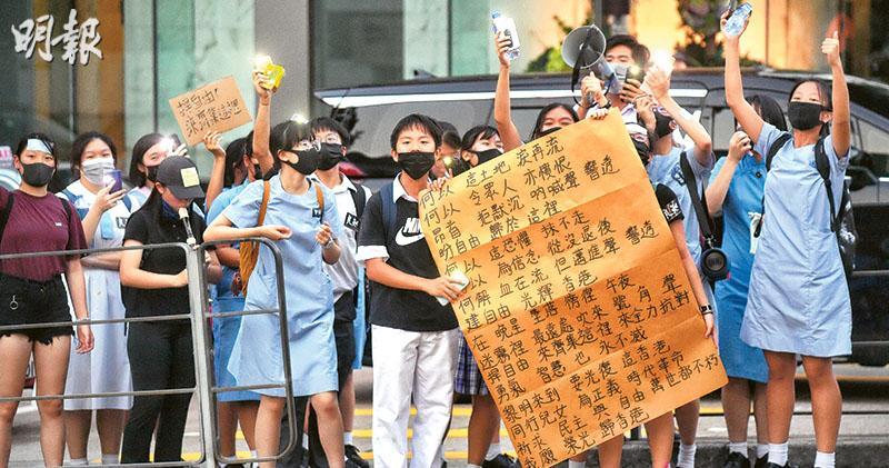 楊潤雄:《榮光》政治宣傳 《熱愛基本法》不是 中學校長會:政治眾人之事 學生也是人